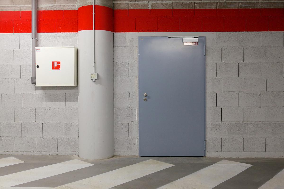 двери стальные в производственном помещении цены